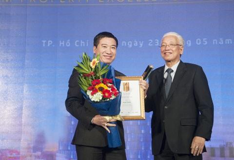 Ông Nguyễn Đình Trung nhận giải CEO xuất sắc ảnh 1