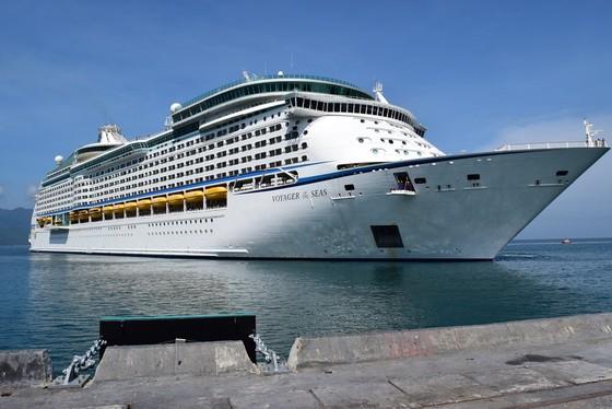 Cảng Chân Mây đón tàu du lịch lớn nhất thế giới ảnh 1