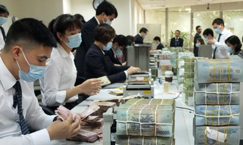 Nhân viên ngân hàng muốn chuyển nghề vì lương thấp ảnh 1