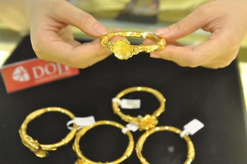 Mua bán vàng sôi động nhờ giá giảm sâu ảnh 1