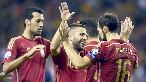 Tây Ban Nha, Thụy Sỹ giành vé đến Pháp ảnh 1