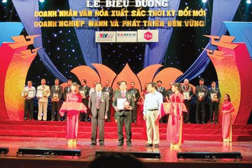 Tôn vinh doanh nhân, doanh nghiệp Việt ảnh 2
