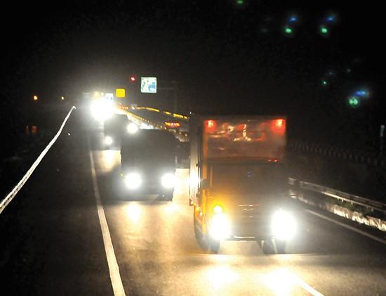 Cao tốc TPHCM-Trung Lương: An toàn hay tiết kiệm điện? ảnh 1