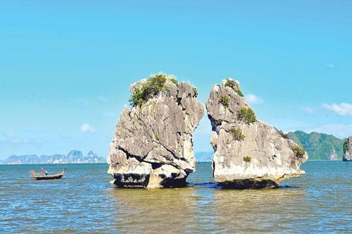 Vịnh Hạ Long dải ngọc xanh ảnh 2