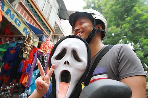 Thị trường Halloween tràn lan đồ kinh dị, bạo lực ảnh 2