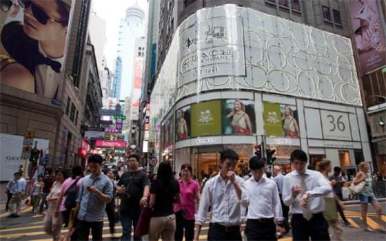"""Vì sao thị trường đồ hiệu Hồng Kông """"sa cơ""""? ảnh 1"""