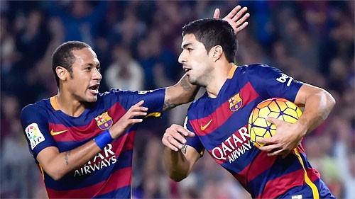 Suarez lập hat-trick, Barca buộc Real chia sẻ ngôi đầu ảnh 1