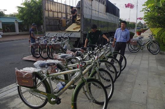 Công an Bạc Liêu tuần tra bằng xe đạp ảnh 1