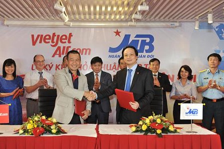 Vietjet ký hợp tác với MB ảnh 1