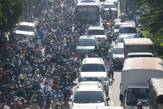 Biển xe đường Điện Biên Phủ từ cầu Sài Gòn ảnh 1
