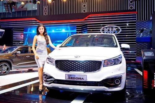Tháng 11, doanh số Kia Sedona vượt 200 xe ảnh 1