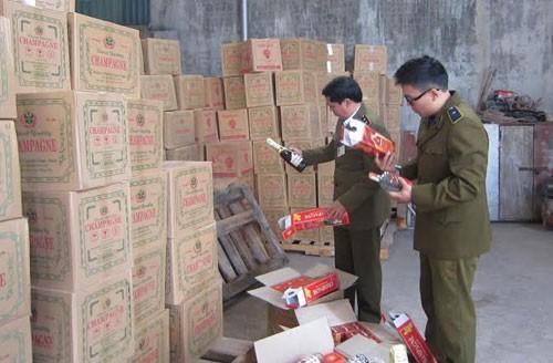 Tịch thu 20.000 chai rượu giả ở Hà Nội ảnh 1
