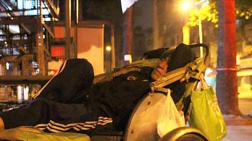 Những mảnh đời giữa đêm lạnh Sài Gòn ảnh 2