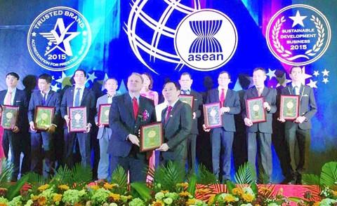 VietBank nhận 2 giải thưởng uy tín ảnh 1