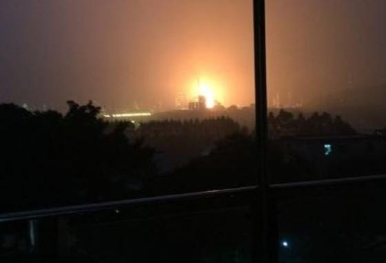 Nổ lớn tại nhà máy lọc dầu Trung Quốc ảnh 1