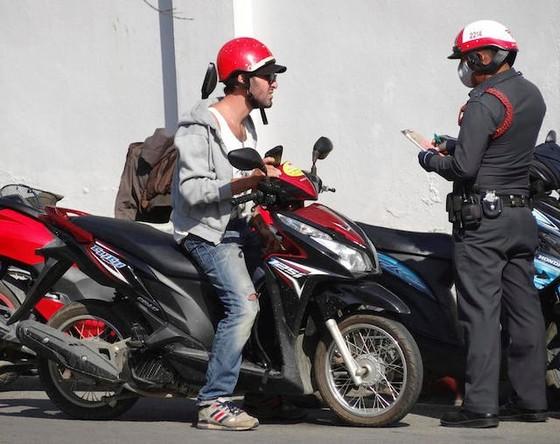 """Cảnh sát Thái """"giảm giá"""" tiền phạt ảnh 1"""