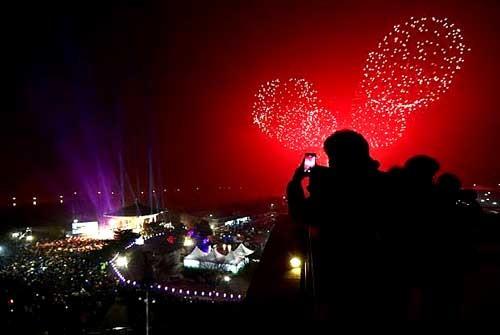 Châu Á rực sáng pháo hoa chào năm mới 2016 ảnh 6