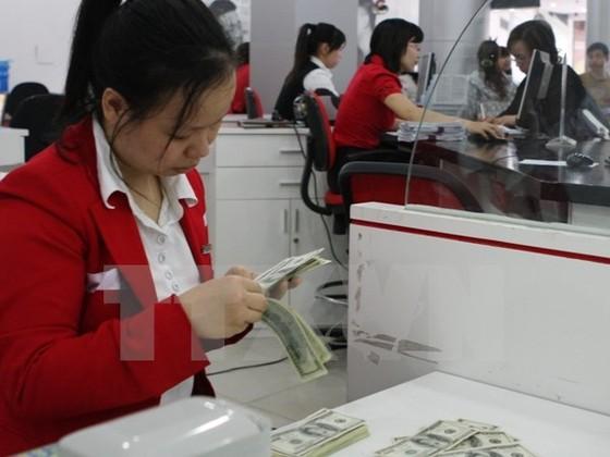 Ngân hàng bất ngờ giảm mạnh giá USD ảnh 1