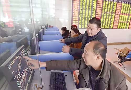 Phập phồng CK Trung Quốc ảnh 1