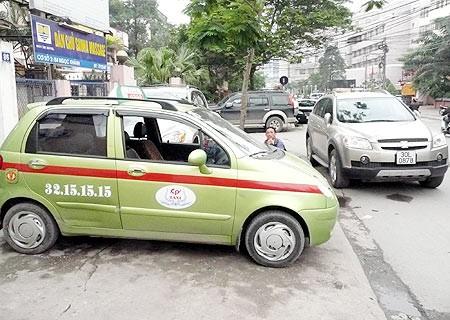 Cho hãng taxi dưới 50 xe hoạt động thêm 6 tháng ảnh 1