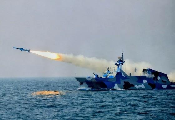 Trung Quốc kiếm bộn tiền nhờ bán vũ khí cho Iran? ảnh 1