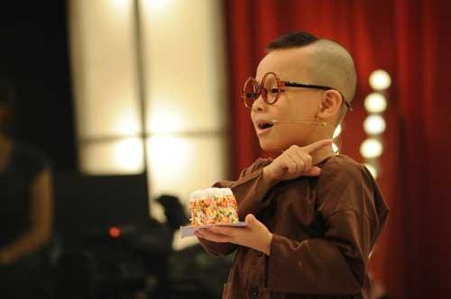 Để trẻ em mua vui trên truyền hình, người lớn nên coi lại mình? ảnh 1