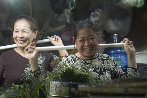 Nhảy Aerobic trong chợ ở Hà Nội ảnh 7