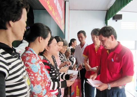 Sao Mai Group ăn Tết Bính Thân với người nghèo ảnh 1