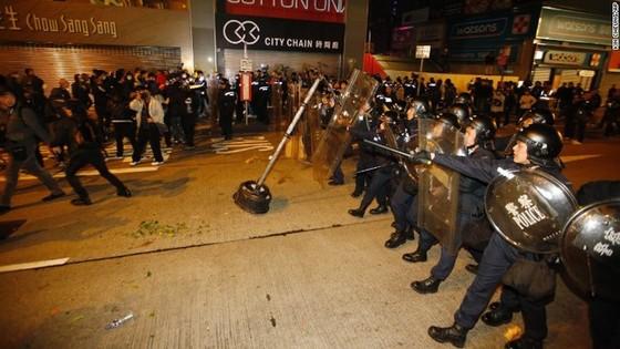 Bạo động đầu năm mới ở Hong Kong ảnh 1