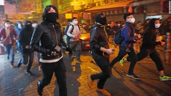Bạo động đầu năm mới ở Hong Kong ảnh 2