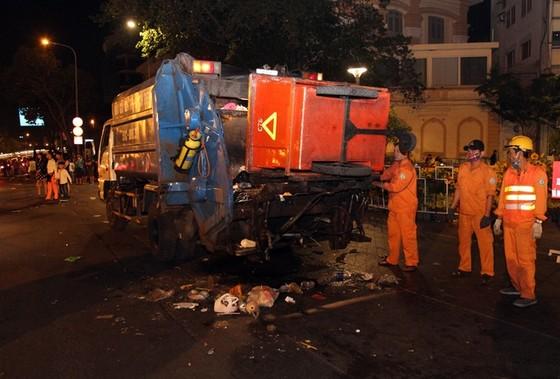 Trung tâm Sài Gòn ngập rác sau giao thừa ảnh 5