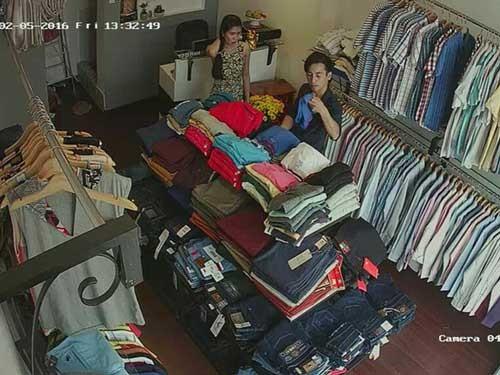Bị cướp tấn công trong cửa hiệu quần áo ảnh 1