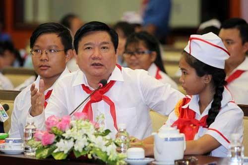 Bí thư Đinh La Thăng truy hỏi Giám đốc Sở GD-ĐT TPHCM ảnh 1