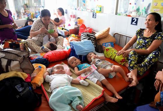 TPHCM và Bộ Y tế bắt tay giảm tải bệnh viện ảnh 1