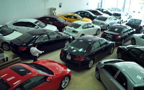 Tiêu thụ ô tô sụt giảm một nửa trong tháng 2 ảnh 1