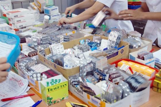 Sao bệnh viện tư mua được thuốc giá thấp? ảnh 1