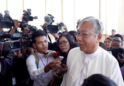 Bạn thân bà Suu Kyi được bầu làm tổng thống Myanmar ảnh 1