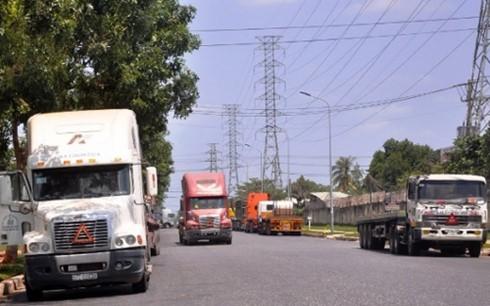 Xe tải phải nằm chờ hàng ở KCN Bà Rịa-Vũng Tàu ảnh 1