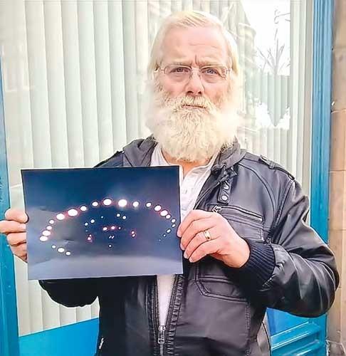 UFO rực sáng trời Scotland ảnh 1