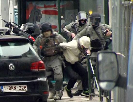 Nghi can chính vụ khủng bố Paris bị bắt ảnh 1