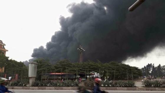 Cháy lớn nhà máy gạch Viglacera Thăng Long ảnh 1