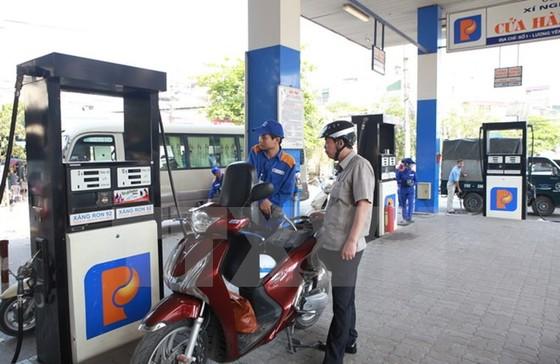 2 Bộ tranh cãi vụ xăng dầu 'móc túi' 3.500 tỉ ảnh 1