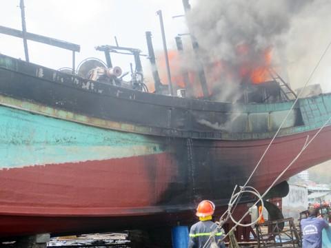 Bà Rịa-Vũng Tàu: Cháy tàu cá, 1 thuyền viên bị thương ảnh 1