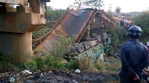 Đắk Lắk: Sập cầu sắt trên sông Krông Năng ảnh 1