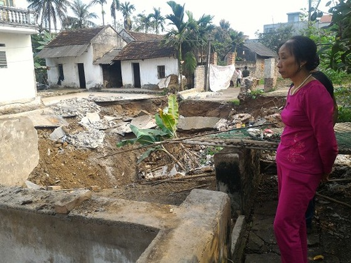 Hà Nội: Xuất hiện hố sụt lún rộng 10m ảnh 1