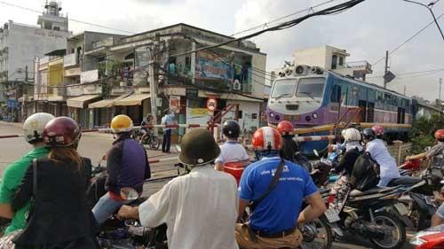 Mở tuyến tàu lửa SG-Dĩ An giá 5.000 đồng/vé ảnh 1