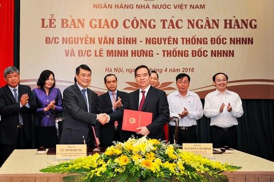 NHNN bàn giao công tác cho Thống đốc Lê Minh Hưng ảnh 1