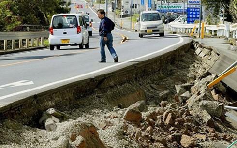Nhật Bản rung chuyển bởi trận động đất thứ 2 ảnh 1