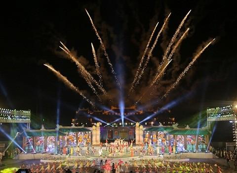 Lộng lẫy đêm khai mạc Festival Huế 2016 ảnh 1
