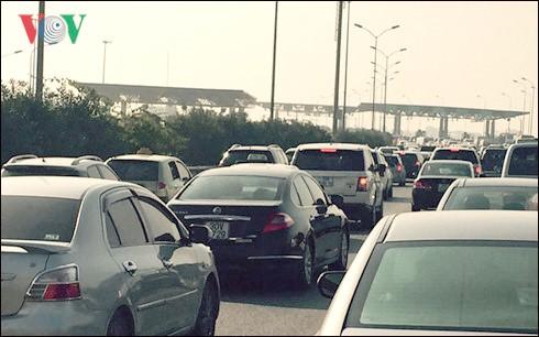 Dừng thu phí cao tốc nếu ùn tắc quá 1 km ảnh 1